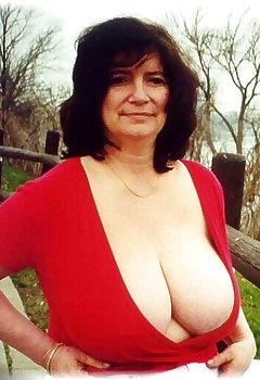 Huge Tits Downblouse Pics
